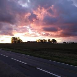 Le clos d'Albâtre au loin au soleil levant
